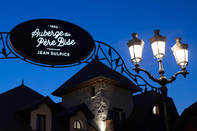Photographe de mariage Annecy - Photographe de mariage Genève - auberge du père bise à Talloires - cocktail au bistrot 1903 - jean sulpice - entrée