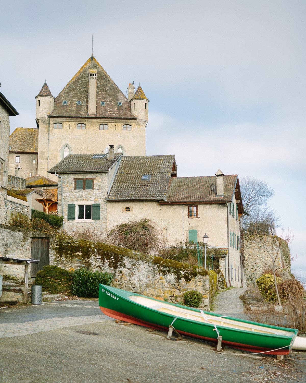 Photographe de mariage Annecy - Photographe de mariage Genève - yvoire - hotel restaurant jules verne - mariage yvoire lac léman - vue sur le chateau