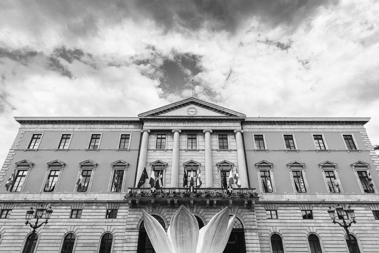 Photographe mariage Annecy - Photographe mariage Genève - hôtel de ville d'Annecy - mairie extérieur