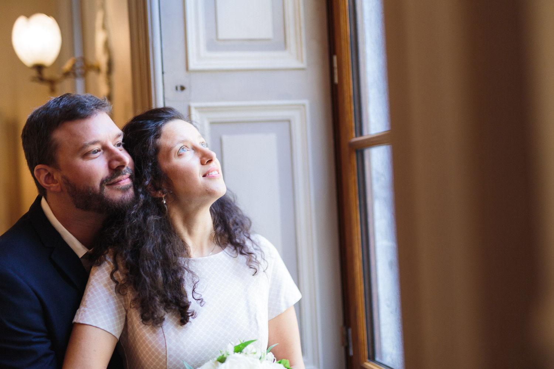 Photographe mariage Annecy - Photographe mariage Genève - hôtel de ville d'Annecy - intérieur de la mairie - les mariés