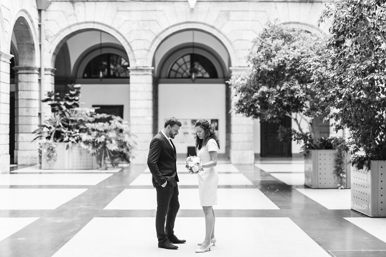 Photographe mariage Annecy - Photographe mariage Genève - mairie d'Annecy - hôtel de ville - rencontre des mariés - first look