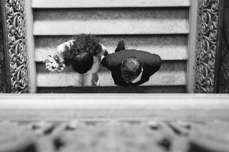 Photographe mariage Annecy - Photographe mariage Genève - mairie d'Annecy - hôtel de ville - sortie des mariés