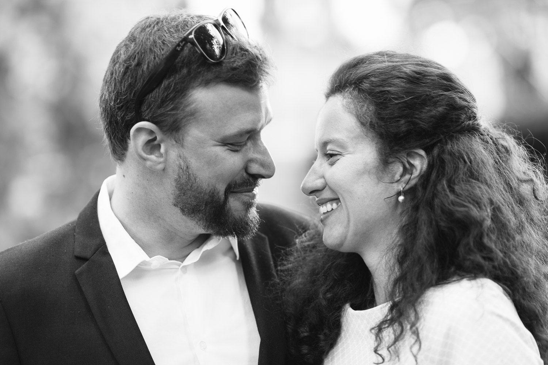 Photographe mariage Annecy - Photographe mariage Genève - mairie d'Annecy - hôtel de ville - mariés romantiques