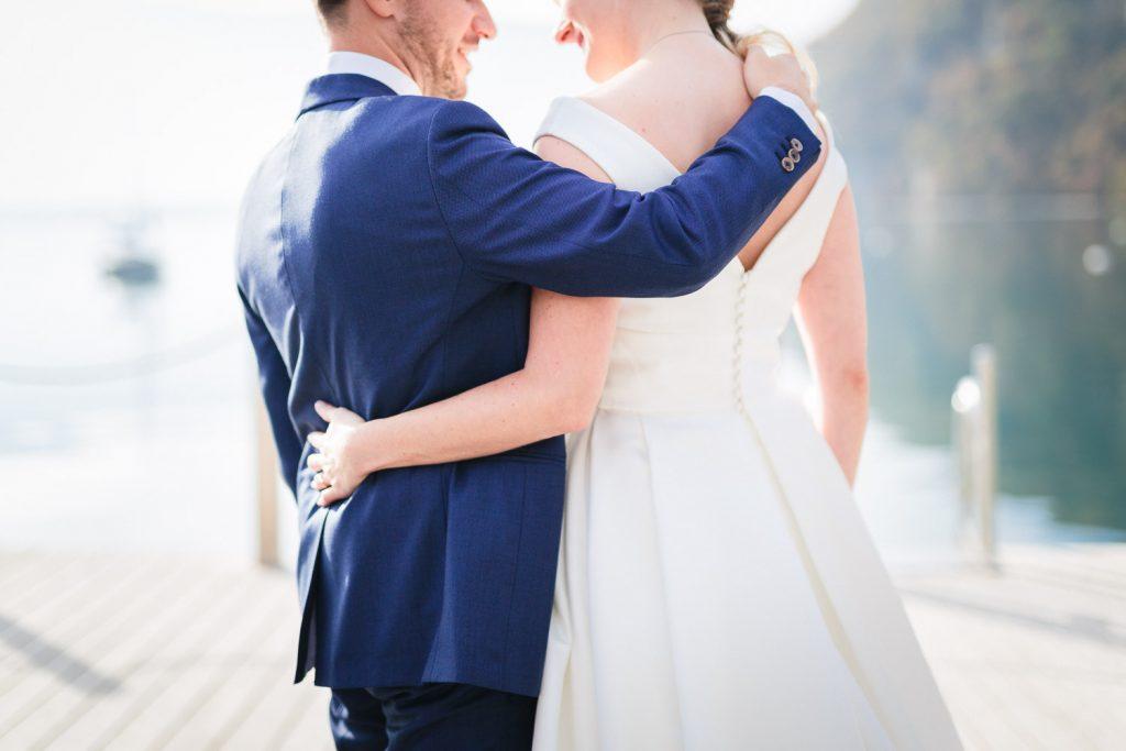 Photographe mariage Annecy - Photographe mariage Genève - Préparatifs et réception à l'abbaye de Talloires - Eglise d'Annecy le vieux - séance photo mariés au bord du lac d'Annecy