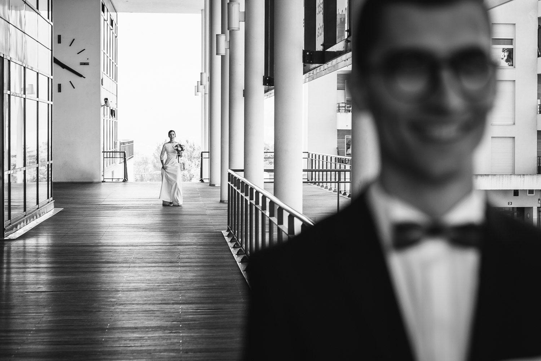 Arrivée des mariés à la mairie de Seynod annecy - Quentin Weber Photographe de mariage Annecy Geneve Haute-Savoie